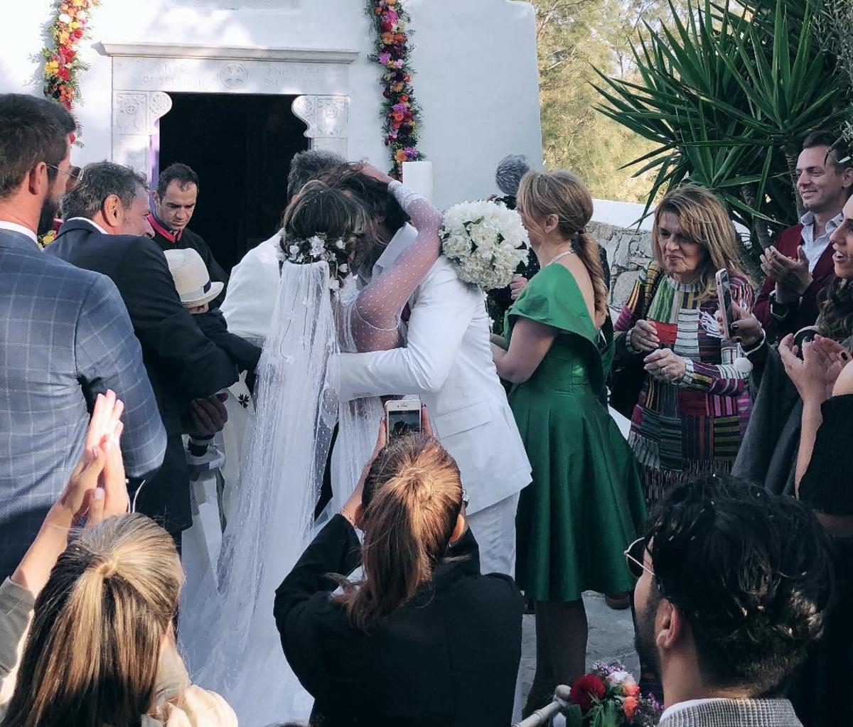 Αθηνά Οικονομάκου – Φίλιππος Μιχόπουλος: Οι πρώτες φωτογραφίες από τον παραμυθένιο γάμο τους στην Μύκονο! [pics] | tlife.gr