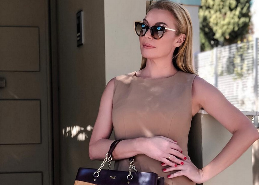 Το αξεσουάρ που έκανε το look της Τατιάνας ακόμα πιο stylish! | tlife.gr