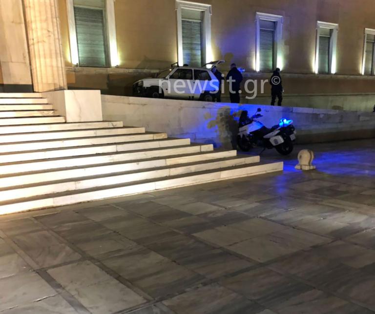 Στο ψυχιατρείο ο οδηγός του Fiat Panda που… «μπούκαρε» τη Βουλή | tlife.gr