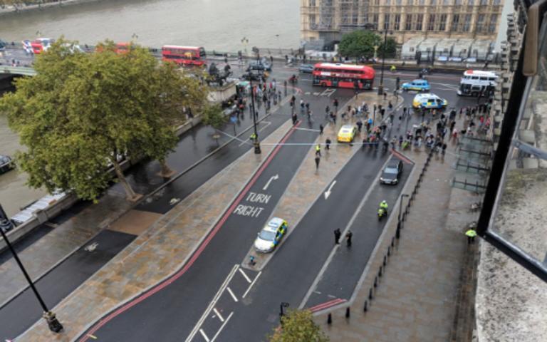 Συναγερμός στο Λονδίνο! Ύποπτο αντικείμενο έξω από το βρετανικό κοινοβούλιο | tlife.gr