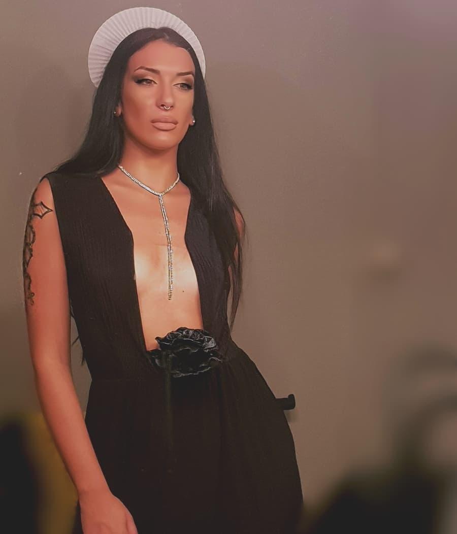 Xριστίνα Ζιώγα: Η εκρηκτική τραγουδίστρια «ταράζει» το instagram | tlife.gr