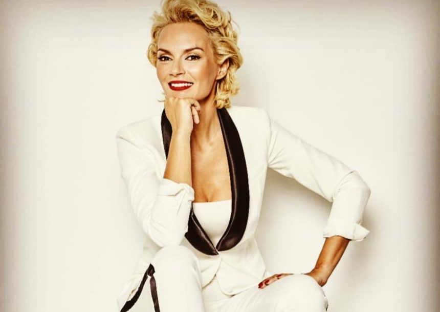 GNTM: Ποια είναι η γοητευτική Έλενα Χριστοπούλου, που εισέβαλε στο reality μόδας και ανέλαβε χρέη coach [pics] | tlife.gr