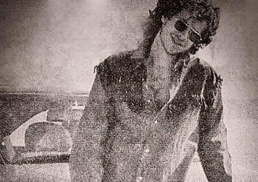 Αγνώριστος Έλληνας τραγουδιστής 25 χρόνια πριν [pic] | tlife.gr