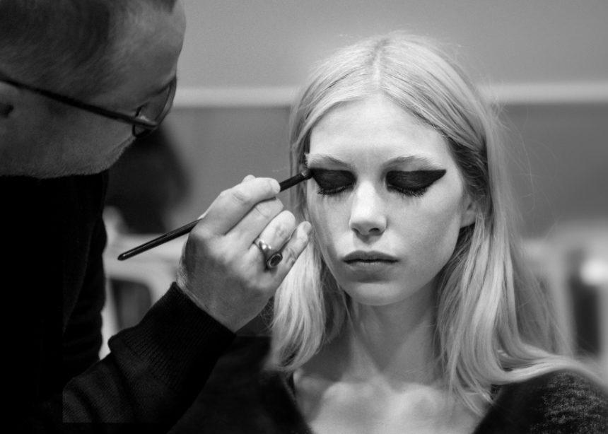 Yves Saint Laurent: πώς θα αντιγράψεις ακριβώς το μακιγιάζ από το ανοιξιάτικο show! Video   tlife.gr