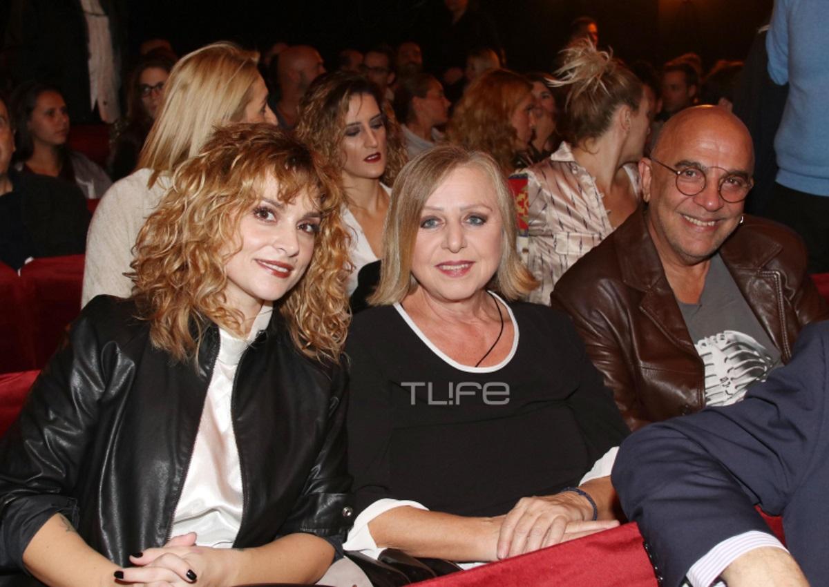 Επίσημη έξοδος σε θεατρική πρεμιέρα για την οικογένεια Ζουγανέλη! [pics] | tlife.gr