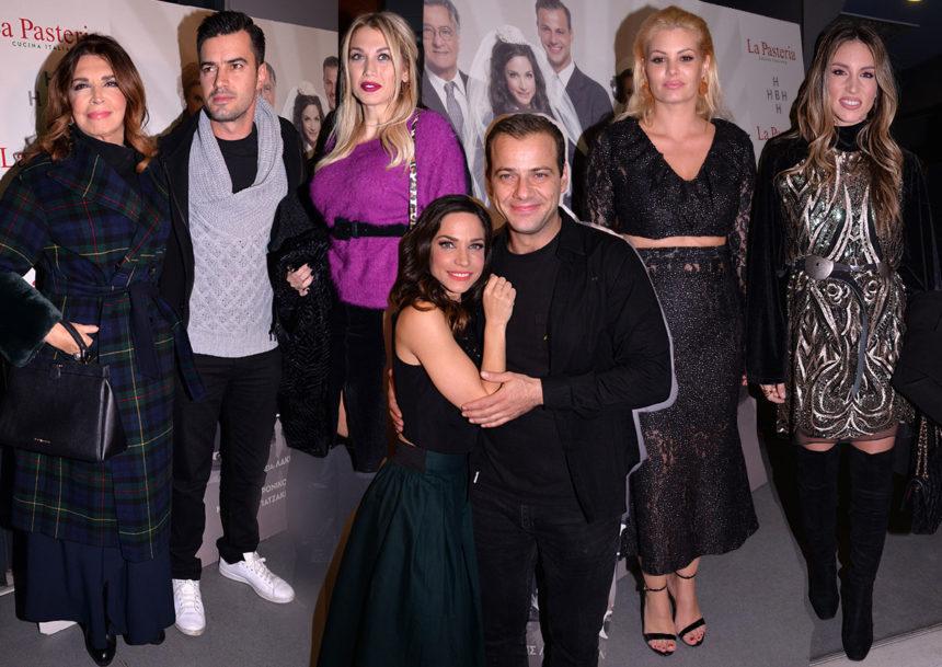 Λαμπερή πρεμιέρα για την παράσταση «Χτυποκάρδια στο θρανίο»- Ποιοι celebrities έδωσαν το παρών [pics]   tlife.gr