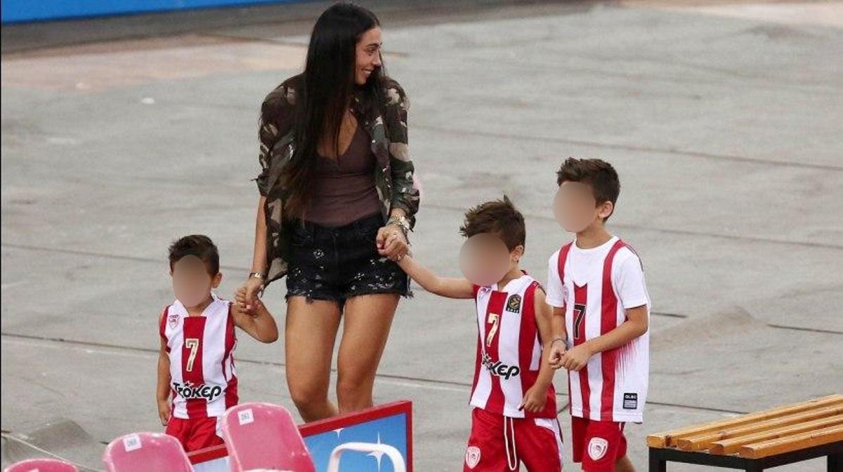 Ολυμπία Χοψονίδου: Αμέτρητα παιχνίδια στο σπίτι με τα παιδιά της! Video | tlife.gr