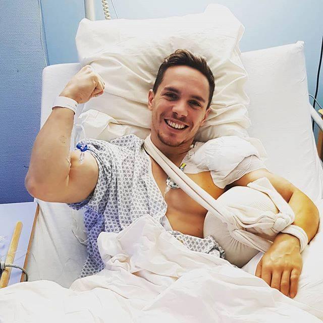 Λευτέρης Πετρούνιας: Η φωτογραφία από το νοσοκομείο μετά το χειρουργείο και το ευχαριστώ! | tlife.gr