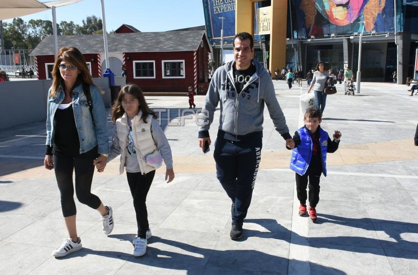 Θάνος Πλεύρης: Βόλτες με την γοητευτική σύζυγό του και τα παιδιά τους στα βόρεια προάστια! [pics] | tlife.gr