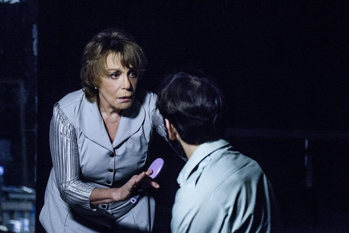 Λαχτάρα για την Μπέττυ Αρβανίτη στο θέατρο – Το ατύχημα που έπαθε στη σκηνή | tlife.gr