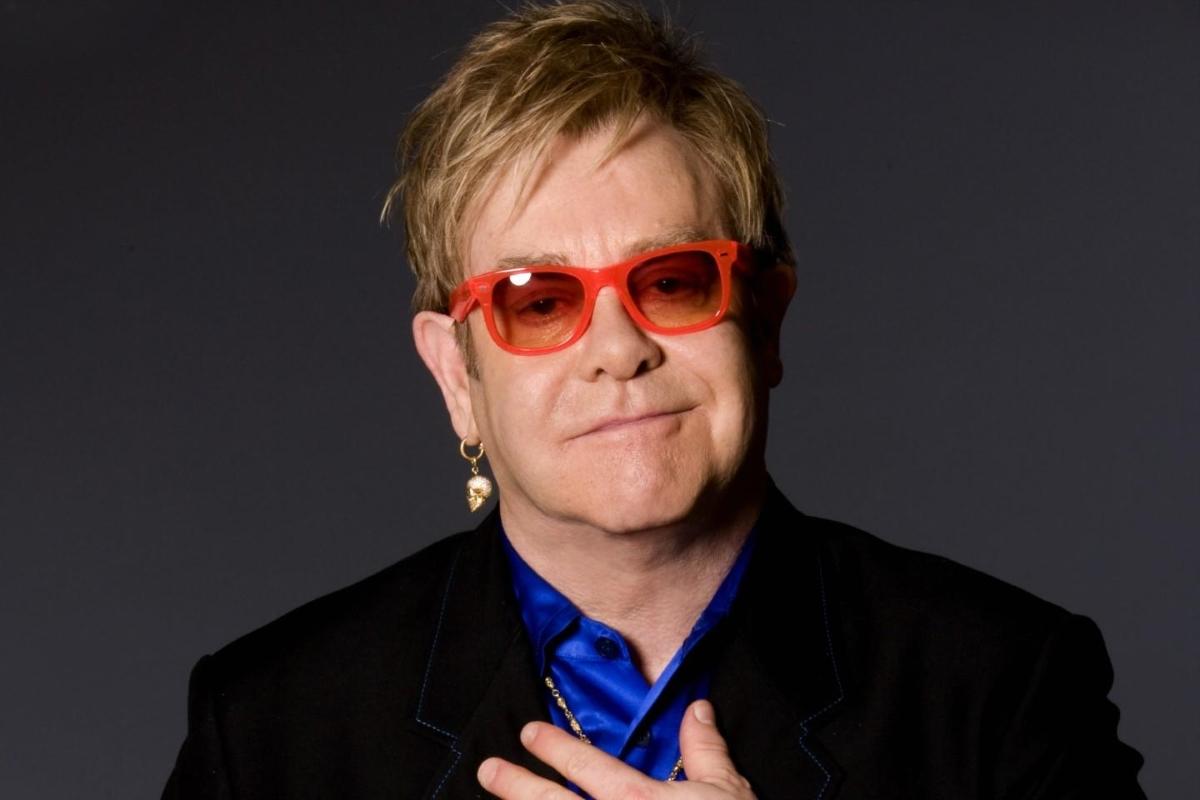Elton John: «Ανησυχώ για το μέλλον αυτής της χώρας» | tlife.gr