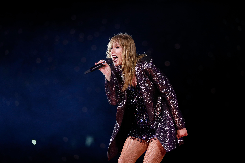 Η Taylor Swift έβγαλε τις βλεφαρίδες της στη μέση της συναυλίας! | tlife.gr