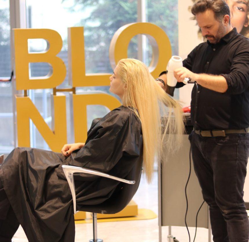 Μαρία Κορινθίου: Λεπτό λεπτό η «μεταμόρφωσή» της σε εκρηκτική ξανθιά! video   tlife.gr