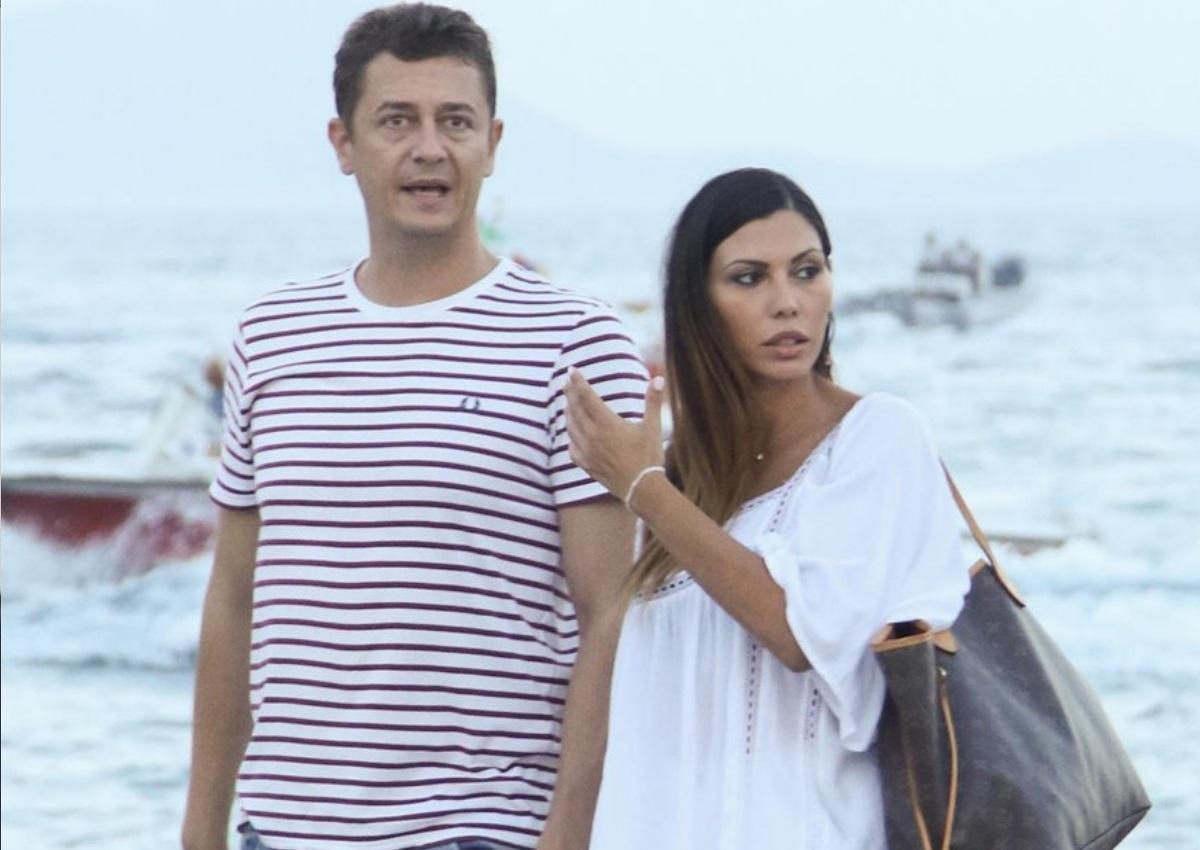 Αντώνης Σρόιτερ – Ιωάννα Μπούκη: To τρυφερό φιλί του ζευγαριού με φόντο τον Λευκό Πύργο! | tlife.gr