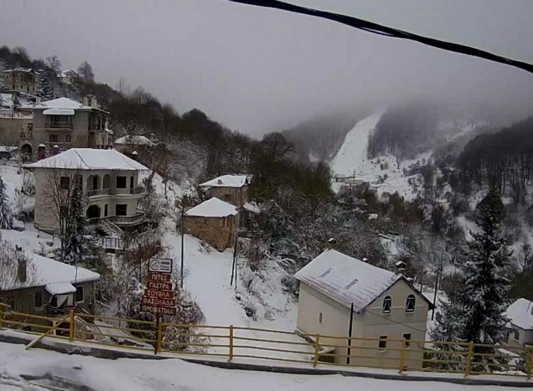 Καιρός: Στα λευκά όλη η Ελλάδα! Εντυπωσιακές εικόνες – Πού θα χιονίσει τις επόμενες ώρες | tlife.gr
