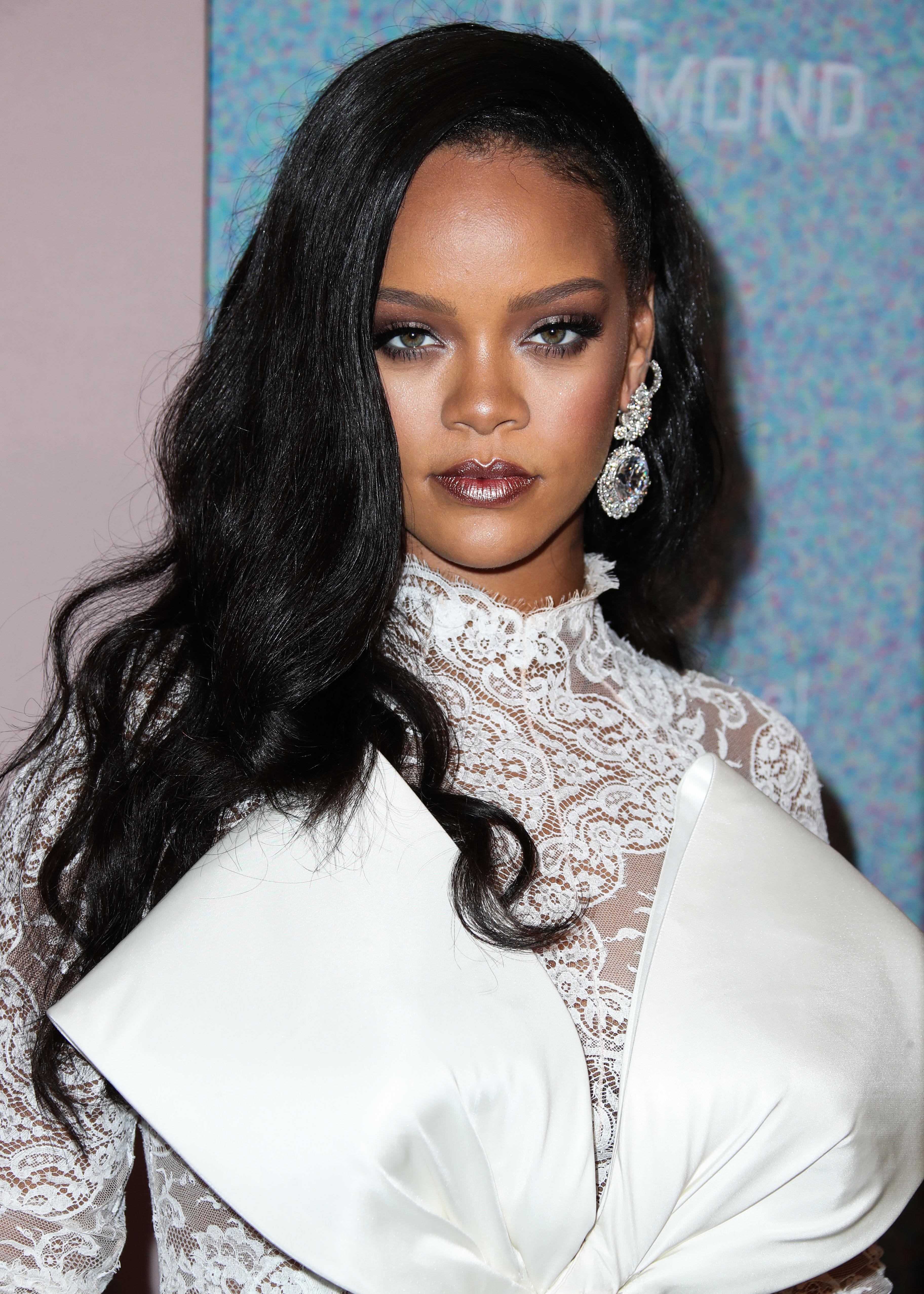 Σε αυτό το άρθρο θα βρεις συγκεντρωμένα όλα τα video tutorial της Rihanna! | tlife.gr