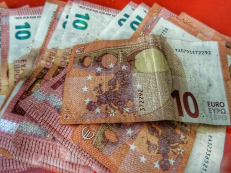 Συντάξεις: Δώρα ως 800 ευρώ – Ποιοι μπορούν να τα διεκδικήσουν | tlife.gr