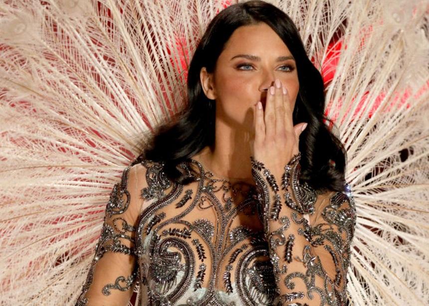 Η Adriana Lima αποφάσισε να κρεμάσει… τα φτερά της (μετά την Alessandra Ambrosio)