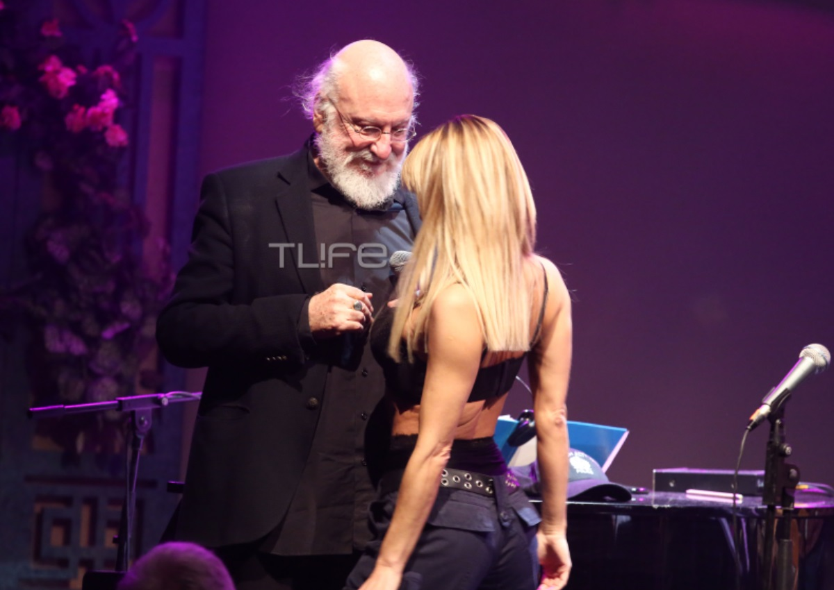 Διονύσης Σαββόπουλος: Η «καυτή» χορεύτρια του έκανε στριπτίζ την ώρα που τραγουδούσε! [pics] | tlife.gr