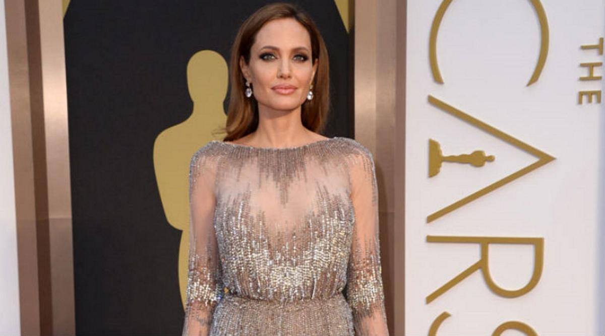 Angelina Jolie: Θα παρουσιάσει εκπομπή του BBC για τα Χριστούγεννα! | tlife.gr