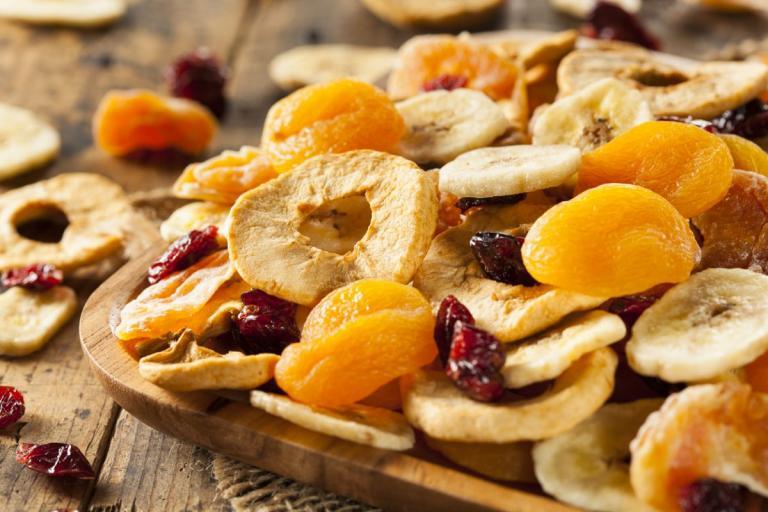 Πόση ζάχαρη έχουν τα αποξηραμένα φρούτα: Θα μείνεις άναυδη… | tlife.gr