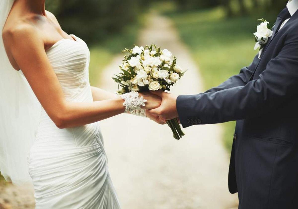 Μυστικός γάμος στην showbiz! Διάσημος τραγουδιστής αποκάλυψε ότι παντρεύτηκε την σύντροφό του και χολιγουντιανή σταρ | tlife.gr