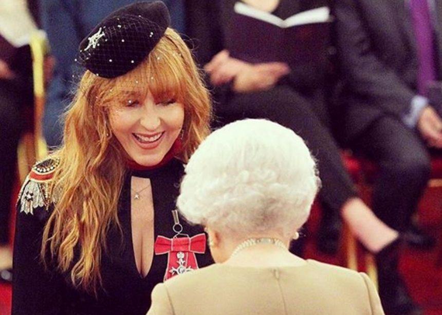Charlotte Tilbury: η makeup artist που βάφεται πριν πέσει για ύπνο βραβεύτηκε από τη βασίλισσα! | tlife.gr