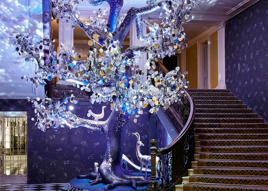 Claridge's: Η Diane von Furstenberg σχεδίασε το εντυπωσιακό δέντρο του πολυτελούς ξενοδοχείου   tlife.gr