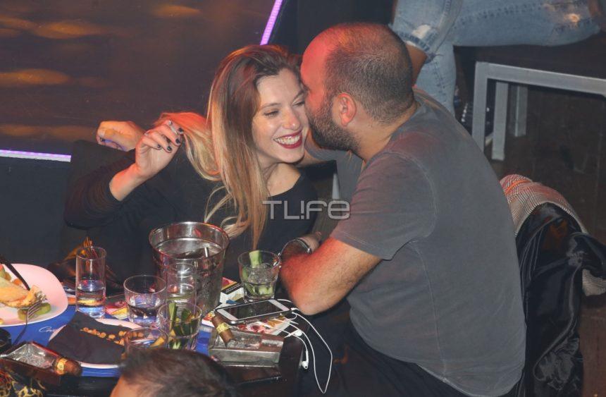 Σύλβια Δεληκούρα: Τρυφερά φιλιά με τον αγαπημένο της σε βραδινή έξοδο! [pics] | tlife.gr