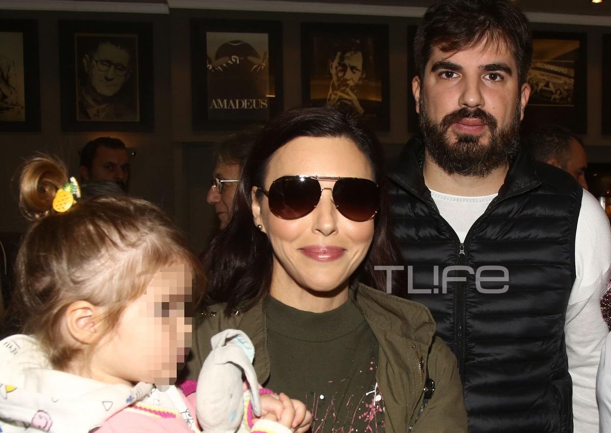 Σίσσυ Φειδά – Γιώργος Ανδρίτσος: Κυριακάτικη βόλτα με την κόρη τους   tlife.gr