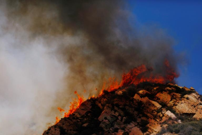 Φωτιά στην Καλιφόρνια: 200 τουλάχιστον αγνοούμενοι! Θυελλώδεις άνεμοι δυναμώνουν τις φλόγες! | tlife.gr
