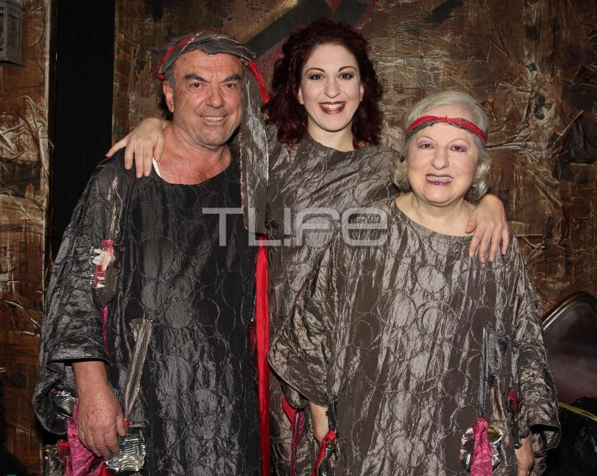 Ελένη Γερασιμίδου: Στη θεατρική σκηνή με τον σύζυγο και την κόρη τους! Φωτογραφίες από την πρεμιέρα | tlife.gr