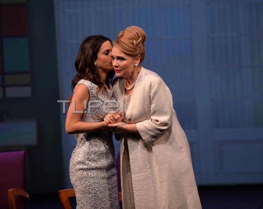 Κατερίνα Γερονικολού: To απρόοπτο με το χαλασμένο φερμουάρ πάνω στη σκηνή και ο τρόπος που το χειρίστηκε! [pics] | tlife.gr