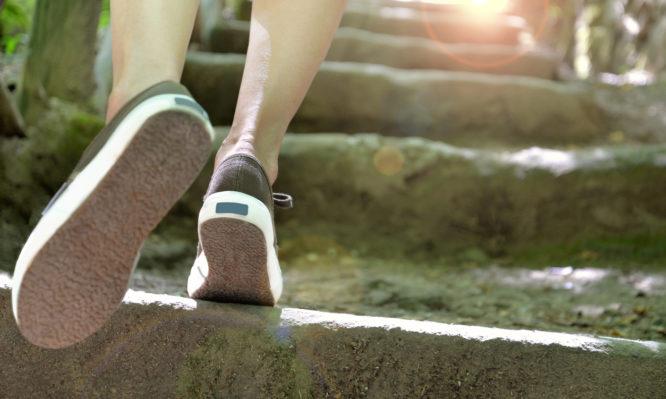 Θέλεις να ζήσεις περισσότερο; Πρέπει ν' αλλάξεις τον τρόπο που περπατάς, λέει η επιστήμη | tlife.gr