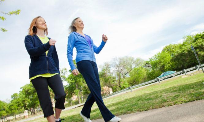 Πόσο ΑΠΛΟ περπάτημα χρειάζεται για να χάσεις 2,5 κιλά ως τις γιορτές | tlife.gr