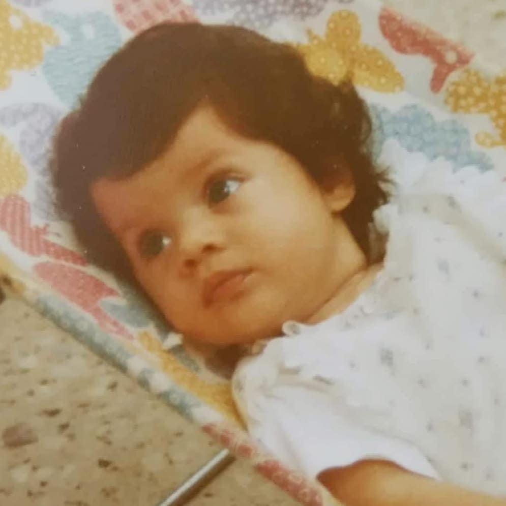 Το μωρό που βλέπεις στη φωτογραφία είναι σήμερα διάσημη και πανέμορφη Ελληνίδα ηθοποιός! | tlife.gr
