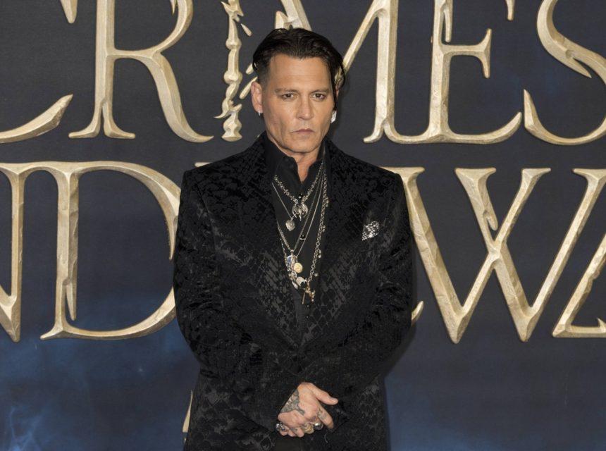 Johnny Depp: Πιο γοητευτικός από ποτέ στην επίσημη πρεμιέρα του στο Λονδίνο! Φωτογραφίες | tlife.gr