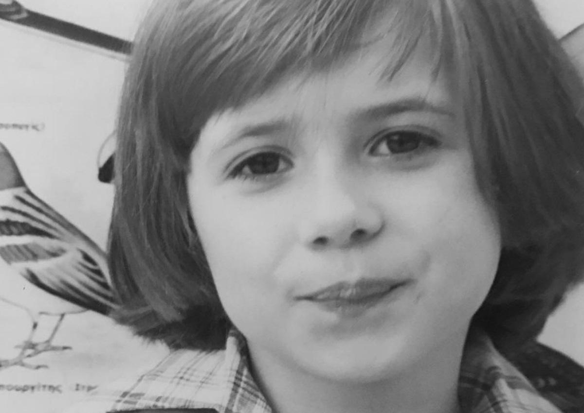 Το χαριτωμένο κοριτσάκι της φωτογραφίας σήμερα είναι παρουσιάστρια στην ελληνική τηλεόραση!   tlife.gr
