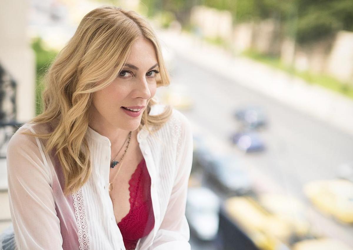 Σμαράγδα Καρύδη: Παραμυθένια μεταμόρφωση για τη νέα της παράστασης | tlife.gr