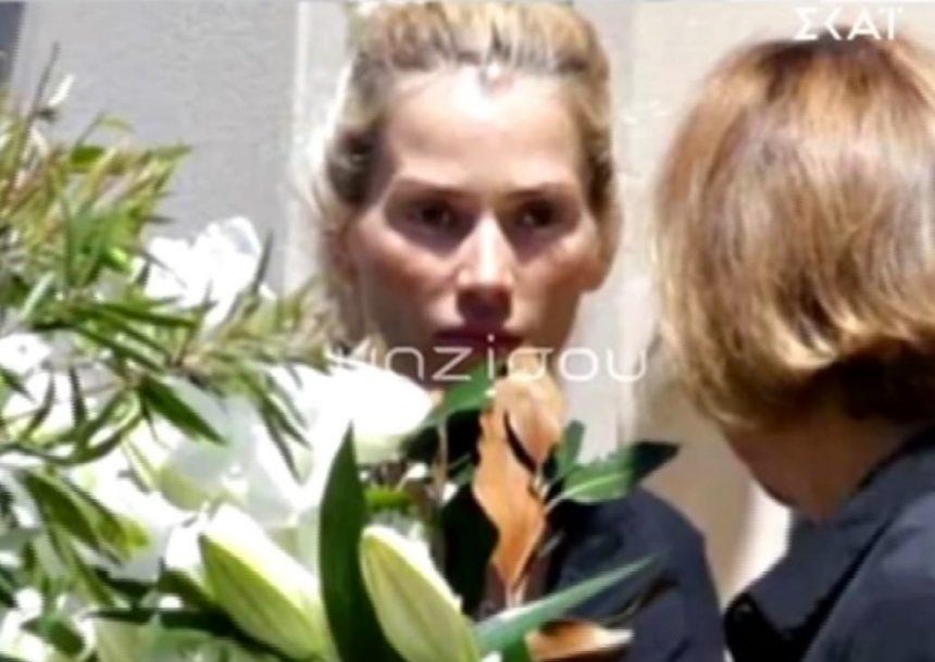 Έγινε η κηδεία του Γιάννη Μακρή στην Αυστραλία – Συντετριμμένη η Βικτώρια Καρύδα (video) | tlife.gr