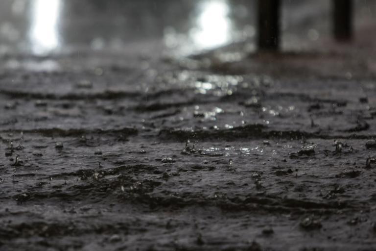 """Καιρός: Η """"Πηνελόπη"""" έρχεται! Βροχές, καταιγίδες, έκτακτο δελτίο επιδείνωσης   tlife.gr"""