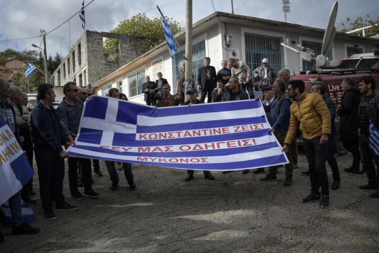 Κωνσταντίνος Κατσίφας: Προσαγωγές Βορειοηπειρωτών μετά την κηδεία | tlife.gr