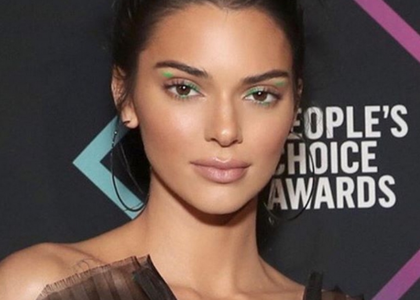 Abstract liner: το νέο μεγάλο trend στο μακιγιάζ σύμφωνα με την makeup artist της Kendall!