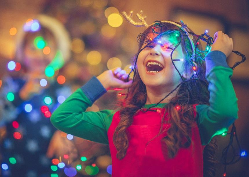 Στολίζοντας για τα Χριστούγεννα: Ποιοι είναι οι κανόνες ασφαλείας για όλη την οικογένεια | tlife.gr
