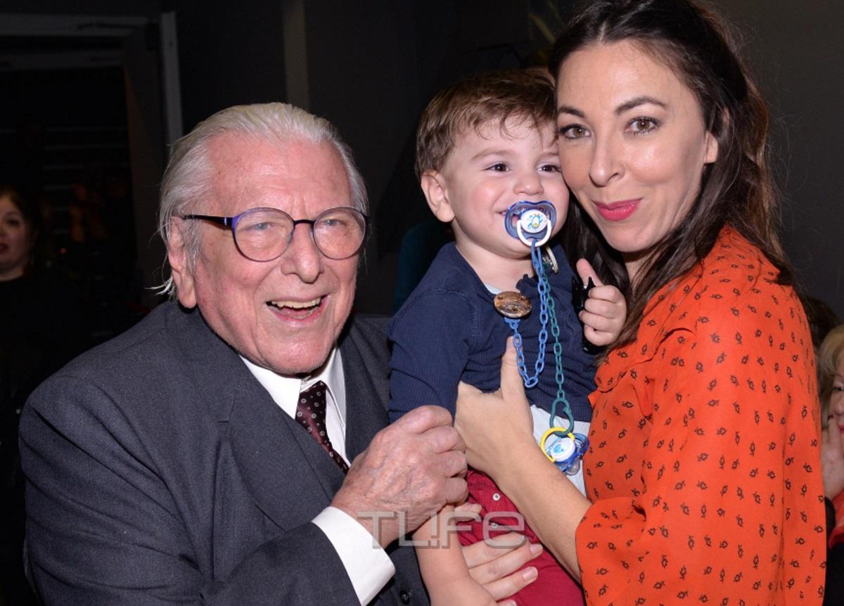 Κώστας Βουτσάς: Η σύζυγός του, Αλίκη Κατσαβού και ο γιος τους Φοίβος τον καμάρωσαν στη σκηνή [pics] | tlife.gr