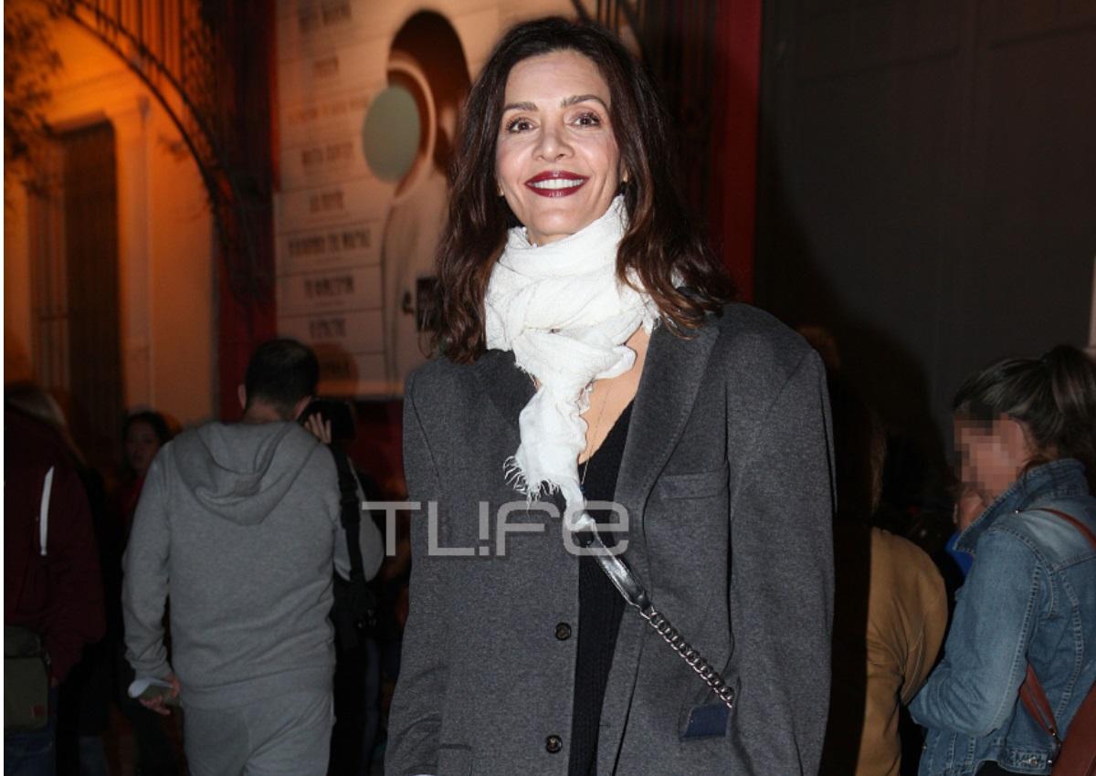 Κατερίνα Λέχου: Chic εμφάνιση σε επίσημη πρεμιέρα παράστασης! [pics]   tlife.gr