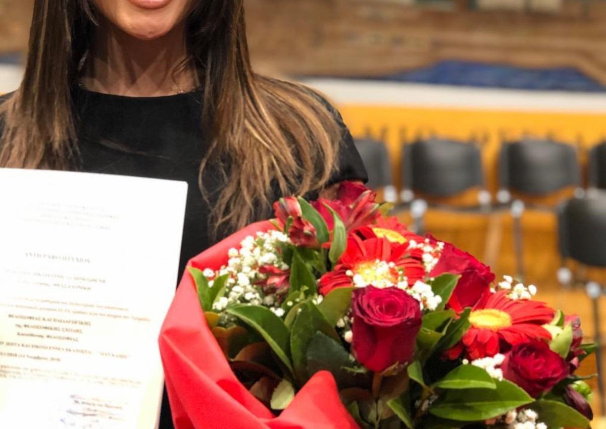 Ελληνίδα τραγουδίστρια πήρε το πτυχίο της στην Φιλοσοφική! | tlife.gr