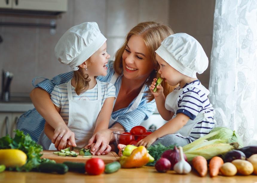 Το μυστικό της υγείας των παιδιών είναι στο πιάτο τους: Ο γιατρός μιλά για την παιδική διατροφή   tlife.gr