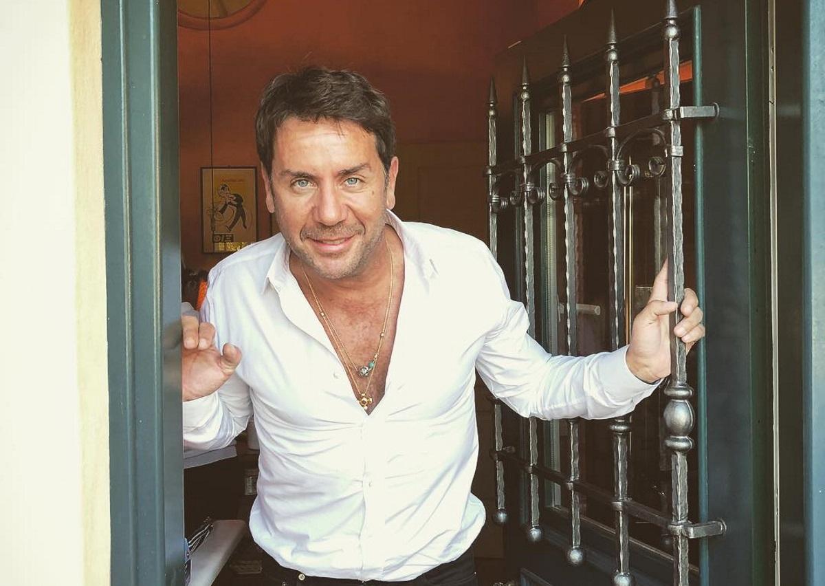 Γιώργος Μαζωνάκης: Συνεχίζει τα μπάνια στην θάλασσα αψηφώντας το κρύο [pic] | tlife.gr
