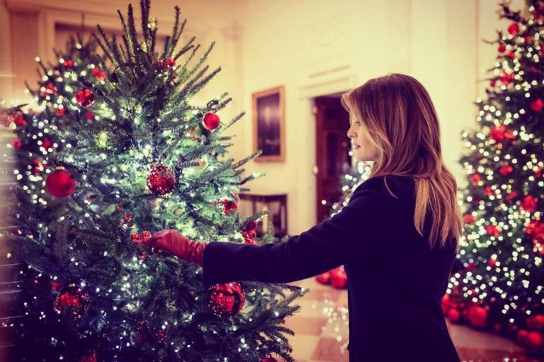 """Μελάνια Τραμπ: """"Ξεκλήρισε"""" όλα τα Χριστουγεννιάτικα δέντρα! [video,pics]   tlife.gr"""